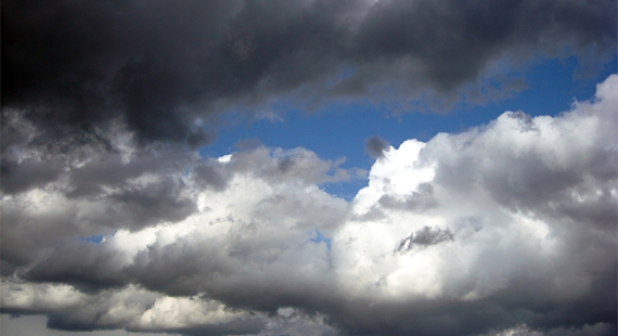 Wolken regnen